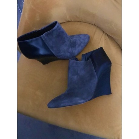 ANN TAYLOR GREY SUEDE BOOTIES